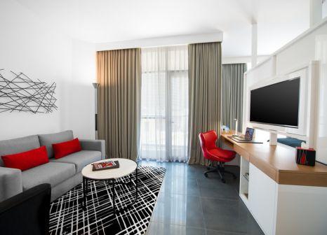 Hotelzimmer mit Tennis im TRYP by Wyndham Dubai