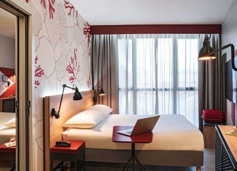 Hotelzimmer mit Mountainbike im ibis Styles Barcelona City Bogatell
