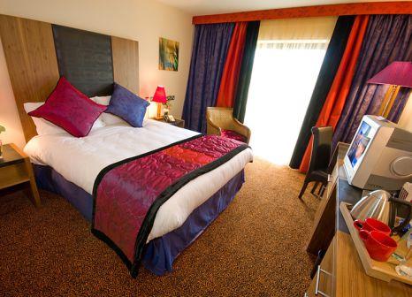 Hotelzimmer mit Hochstuhl im Trinity City Hotel