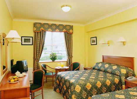 Hotelzimmer mit Hochstuhl im Ashling Hotel Dublin