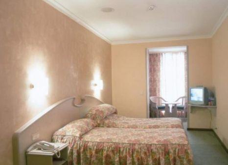 Hotelzimmer mit Mountainbike im Lleo
