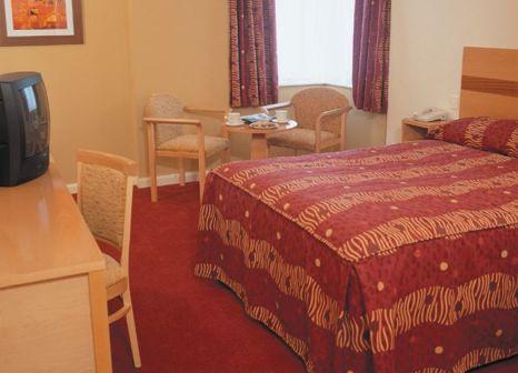 Hotelzimmer mit Hochstuhl im Hilton Garden Inn Dublin Custom House