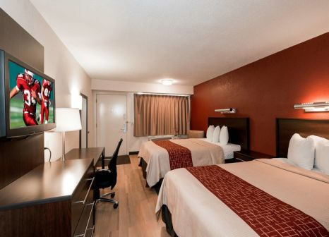 Hotelzimmer mit Pool im Red Roof PLUS+ San Francisco Airport