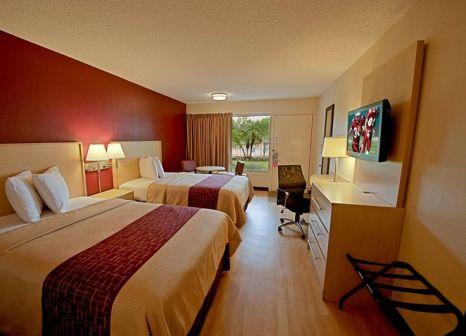 Hotelzimmer mit Pool im Red Roof PLUS+ & Suites Naples