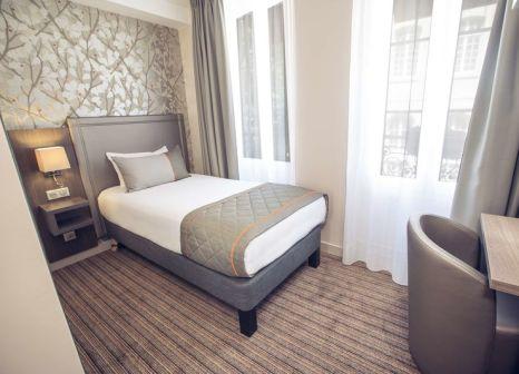 Hotelzimmer mit Hochstuhl im Timhotel Paris Gare de l'Est