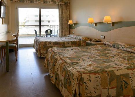 Hotelzimmer mit Mountainbike im Caprici