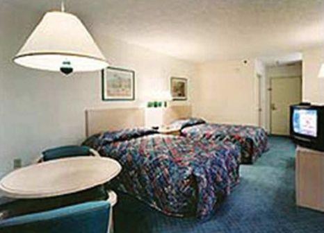 Hotelzimmer mit Aufzug im Red Roof PLUS+ Miami Airport