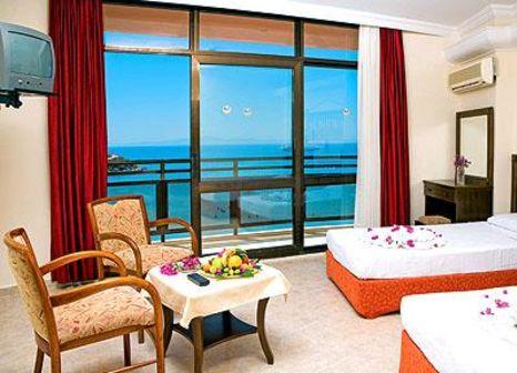 Hotelzimmer mit Tischtennis im Orion Beach Hotel