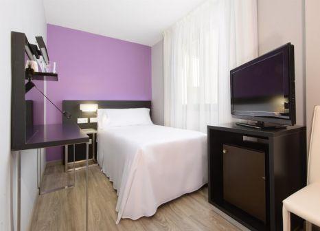 Hotelzimmer mit Hochstuhl im TRYP Córdoba Hotel