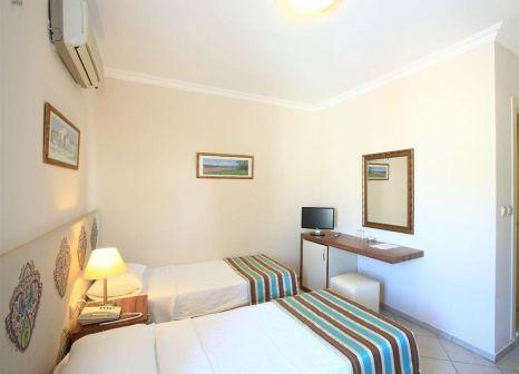 Hotelzimmer mit Hochstuhl im Paloma Hotel