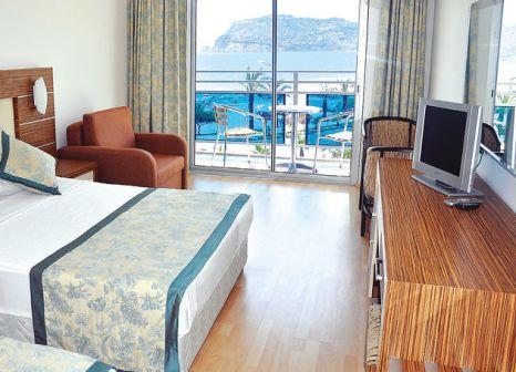 Hotelzimmer mit Tischtennis im Blue Diamond Alya Hotel