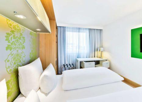 Hotelzimmer mit Hochstuhl im NH Ludwigsburg