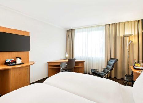 Hotelzimmer mit Pool im NH Frankfurt Airport West