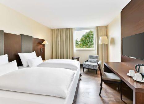 Hotelzimmer mit Hochstuhl im NH Stuttgart Airport