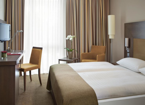 Hotelzimmer mit Restaurant im IntercityHotel Darmstadt