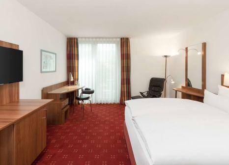 Hotelzimmer mit Hochstuhl im NH Heidelberg