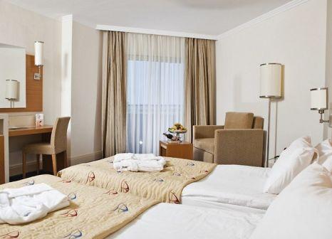 Hotelzimmer mit Mountainbike im Crystal Admiral Resort Suites & Spa