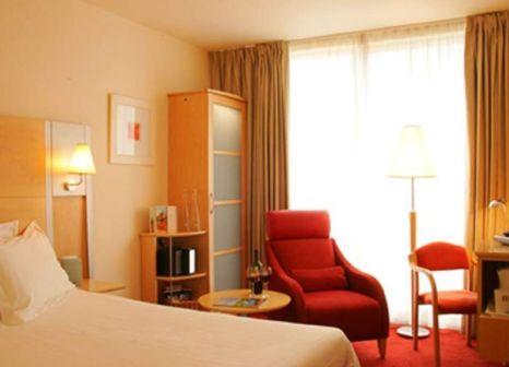 Hotelzimmer mit Hochstuhl im Hilton Garden Inn Bristol City Centre