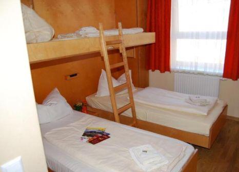 Hotelzimmer mit Spielplatz im JUFA Hotel Salzburg City