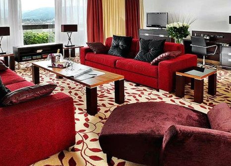 Hotelzimmer mit Hallenbad im Zurich Marriott Hotel