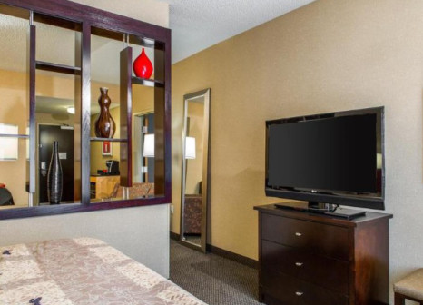 Hotelzimmer mit Pool im Cambria Suites Traverse City