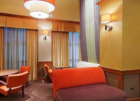 Hotelzimmer mit Pool im Hyatt Place Detroit/Utica