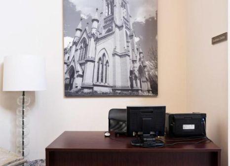 Hotelzimmer mit Hallenbad im Sandman Signature Mississauga Hotel