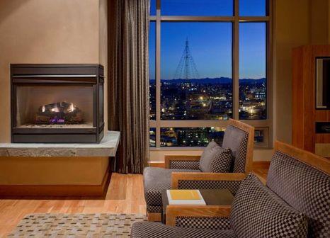 Hotelzimmer mit Hochstuhl im Grand Hyatt Seattle