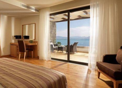 Hotelzimmer mit Volleyball im Wyndham Loutraki Poseidon Resort