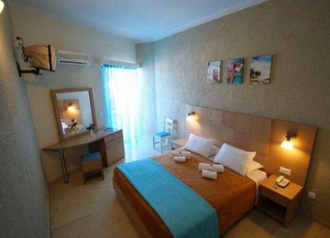 Hotelzimmer mit Mountainbike im Hotel Cooee Albatros