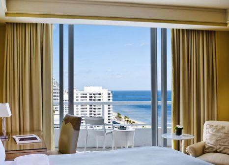 Hotelzimmer mit Yoga im The Ritz-Carlton Fort Lauderdale