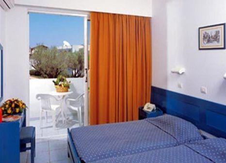 Hotelzimmer mit Tischtennis im Evi Hotel