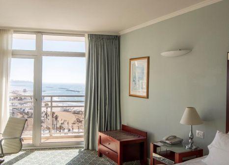 Hotelzimmer mit Volleyball im Renaissance Tel Aviv
