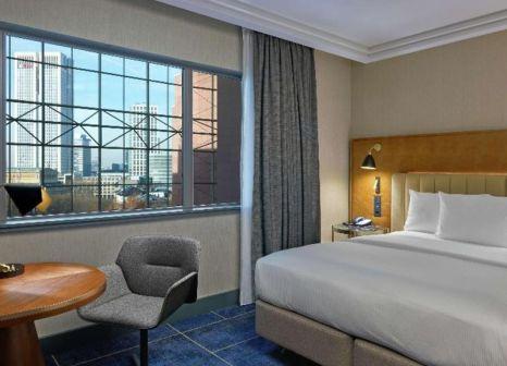 Hotelzimmer mit Tennis im Hilton Frankfurt City Centre