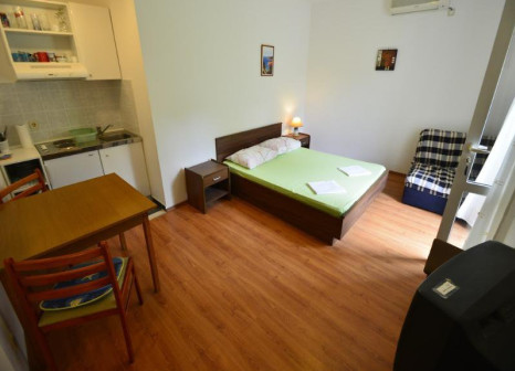 Hotelzimmer mit Sandstrand im Miljas Apartments