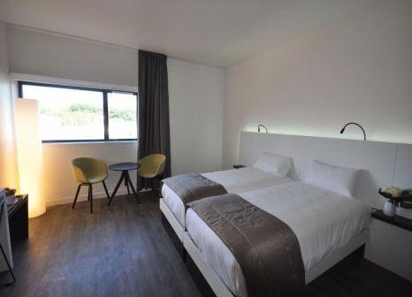 Hotelzimmer mit Pool im Hotel The Originals Vannes