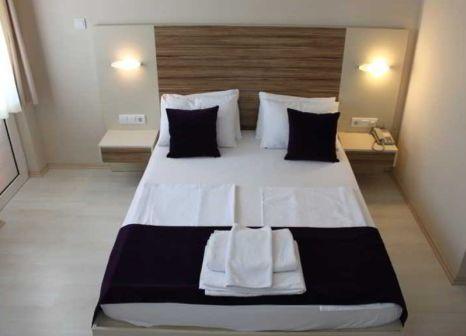 Hotelzimmer mit Tischtennis im Cenk Bey Hotel