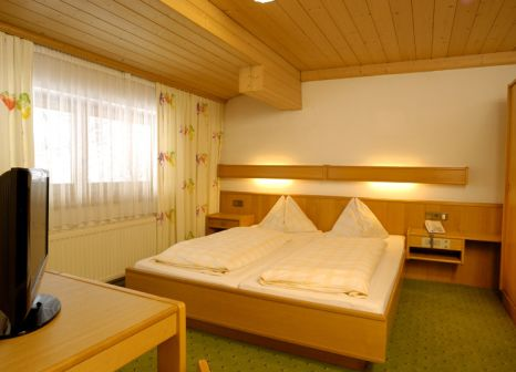 Hotelzimmer mit Minigolf im Hotel Alpenblick