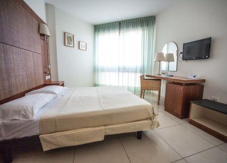 Hotelzimmer mit Mountainbike im Hotel Le Tegnùe
