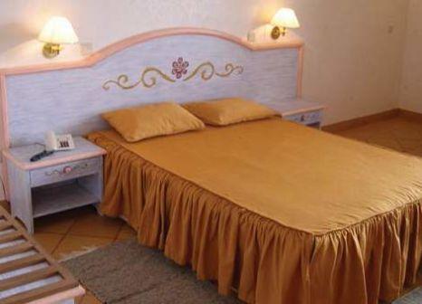 Hotelzimmer mit Hochstuhl im Cabanas de Sao Jorge Village