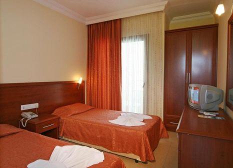 Hotelzimmer mit Mountainbike im Selenium Hotel