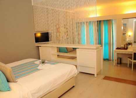 Hotelzimmer mit Minigolf im TUI Family Life Tropical