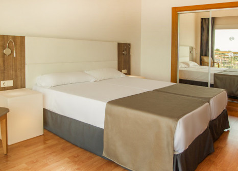 Hotelzimmer mit Mountainbike im SENTIDO Cala Viñas
