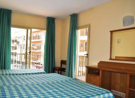 Hotelzimmer mit Mountainbike im Hotel Iris