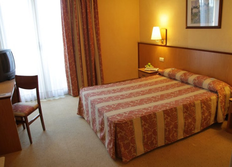 Hotelzimmer mit Pool im Vincci Mae