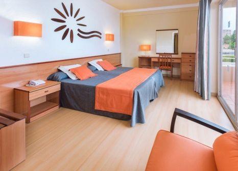 Hotelzimmer mit Mountainbike im Cala Font