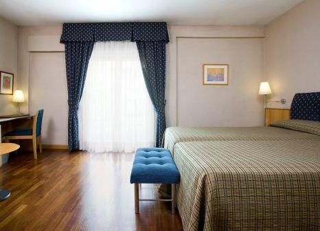 Hotelzimmer mit Massage im NH Madrid Zurbano