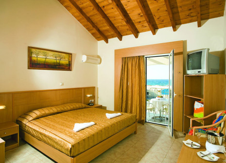 Hotelzimmer mit Mountainbike im LABRANDA Marine Aquapark Resort