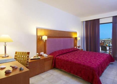 Hotelzimmer mit Mountainbike im Asterion Hotel Suites & Spa