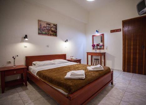 Hotelzimmer mit Sandstrand im Ammoudi Hotel